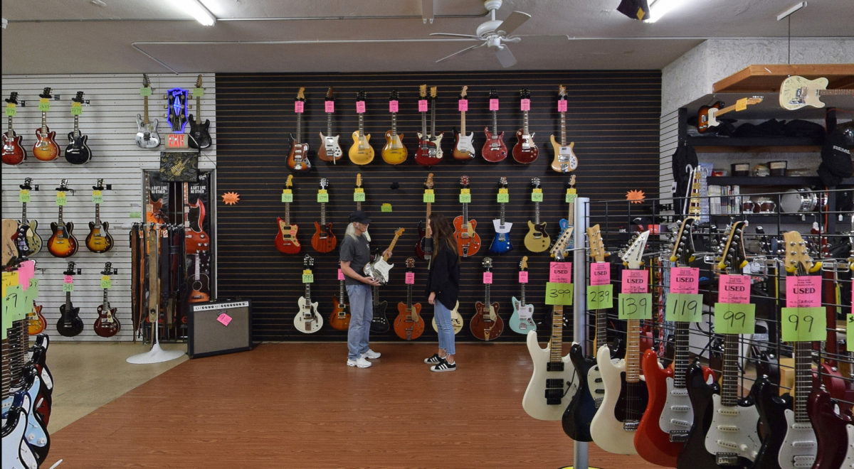 We Know Guitars!